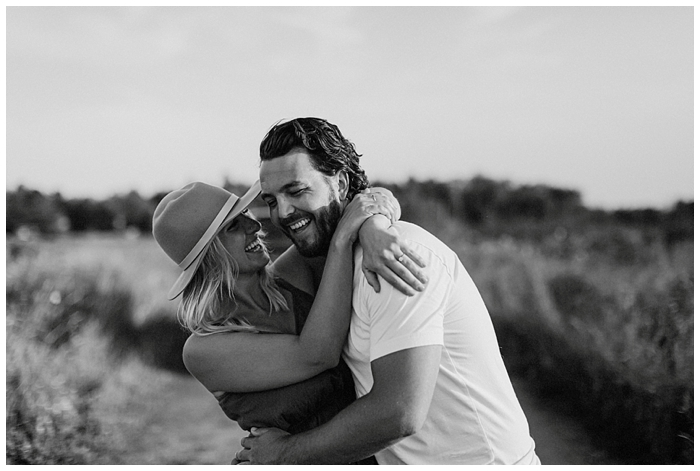 farm field sunset engagement photoshoot couples photo canadian wedding photographer bows and lavender jessy pesce